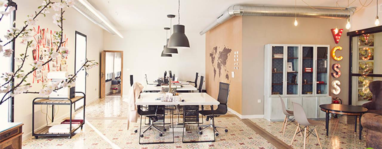 Rehabilitación y Ampliación de Antigua Fábrica en Oficinas Estudios y despachos de estilo moderno de A interiorismo by Maria Andes Moderno
