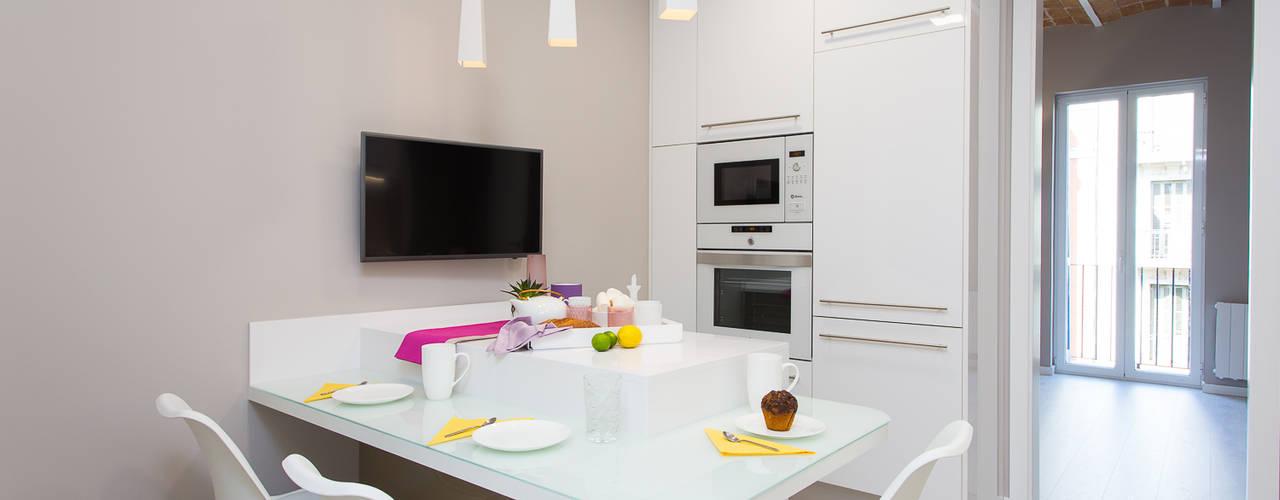 Cocinas de estilo moderno por LAUTOKA URBANA