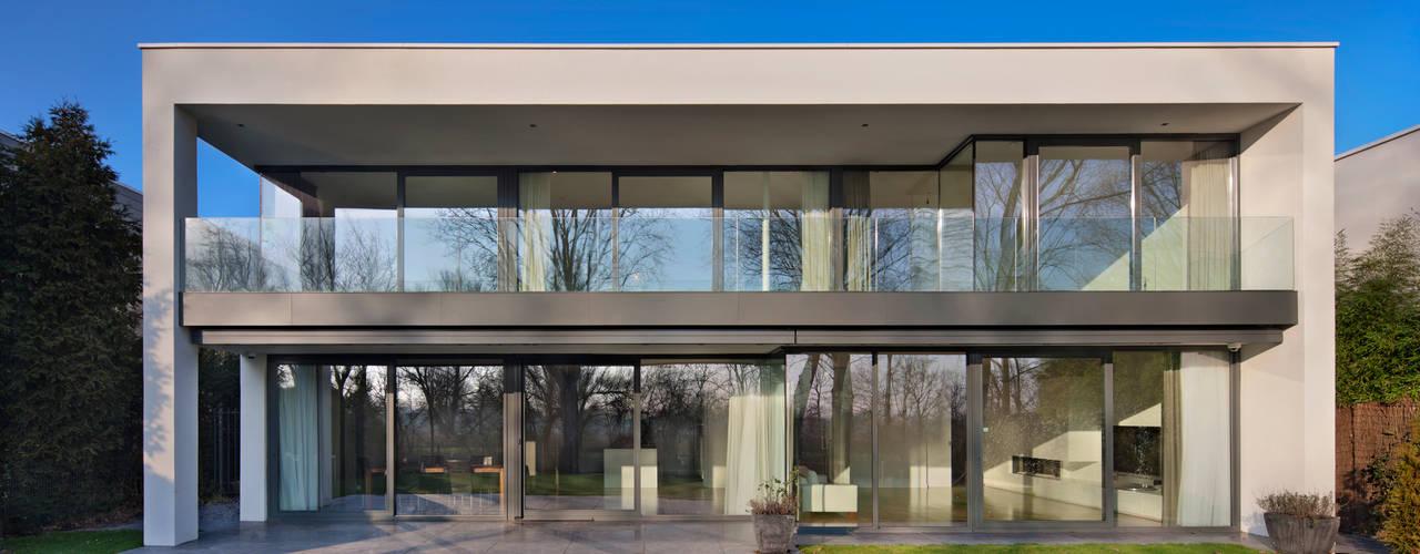 VILLA BJ Moderne huizen van VAN ROOIJEN ARCHITECTEN Modern