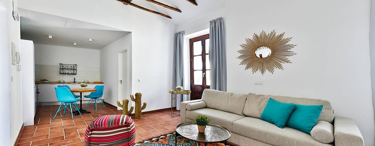 Edificio apartamentos turisticos Cordoba Salones de estilo mediterráneo de StudioBMK Mediterráneo