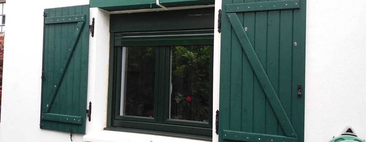 Cambio de ventanas PVC con salida al jardín – margen derecha Bizkaia Soluvent Window Solutions Puertas y ventanas de estilo moderno Vidrio Verde