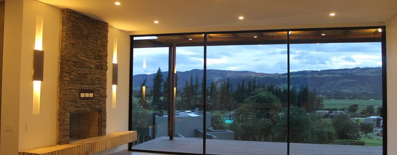 Salas / recibidores de estilo  por IngeniARQ