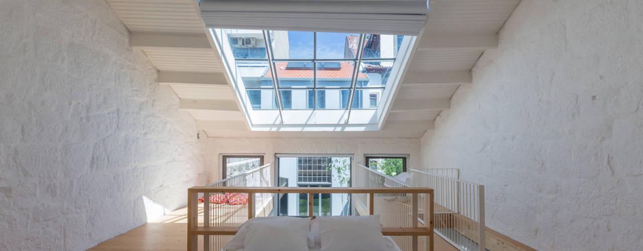 Minimalistische slaapkamers van a*l - alexandre loureiro arquitectos Minimalistisch