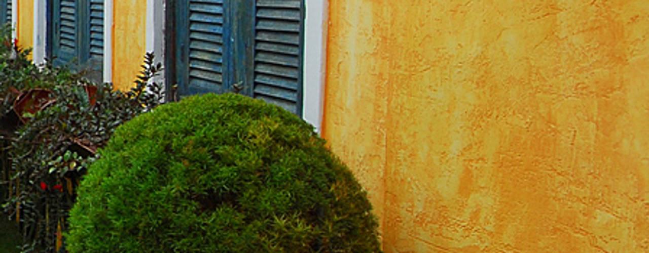 Jardines eclécticos de Adriana Baccari Projetos de Interiores Ecléctico