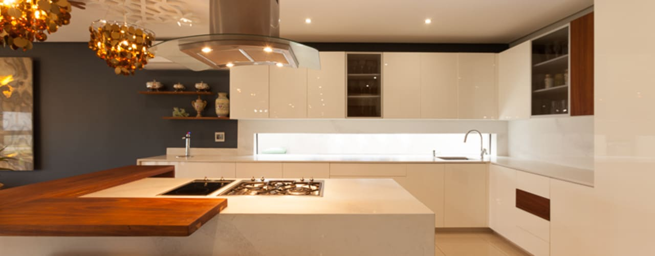 House Naidoo:  Kitchen by Redesign Interiors,