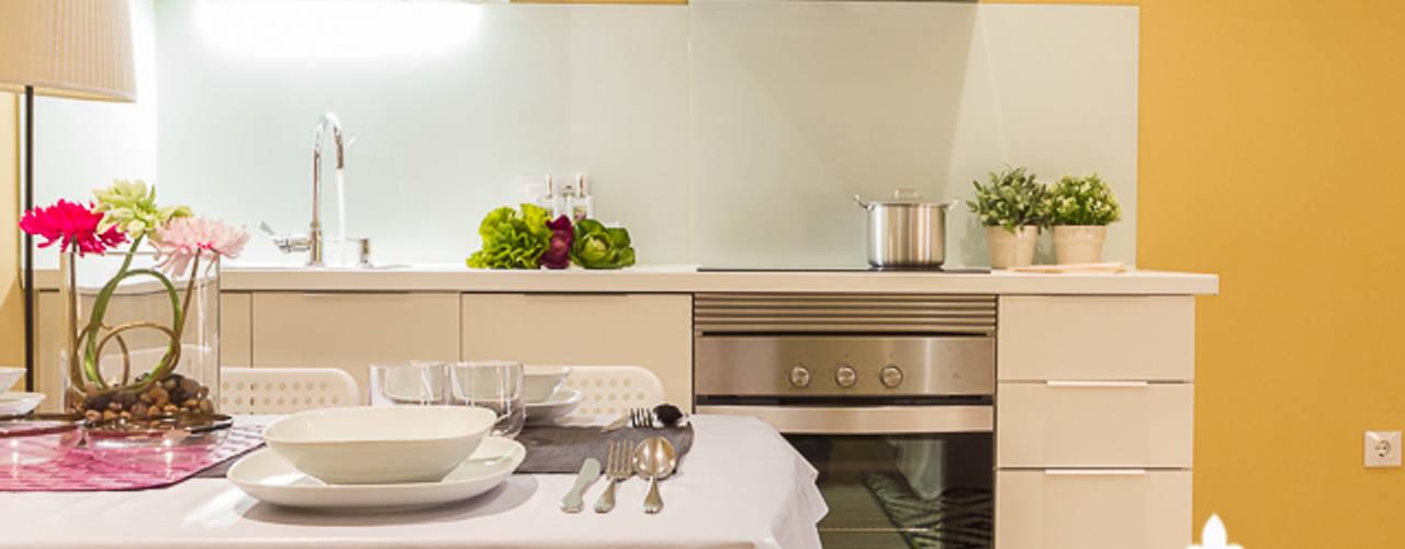 Cozinhas modernas por Espai Interior Home Staging Moderno
