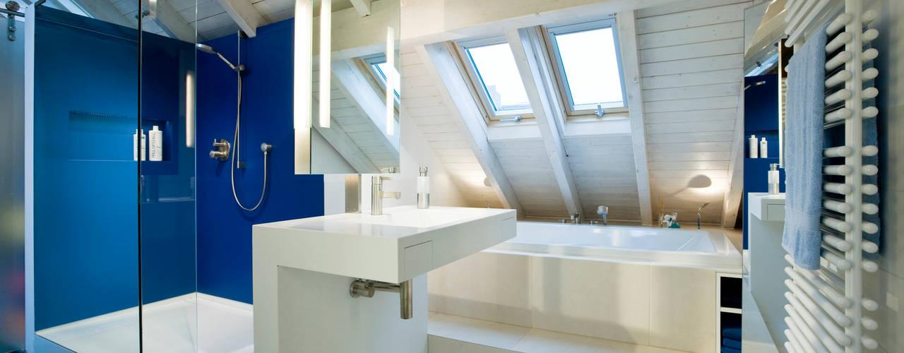 Ein blaues Badezimmer in Köln