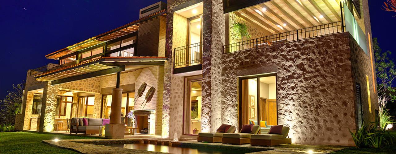 Mediterranean style houses by INTERPRIKA Mediterranean