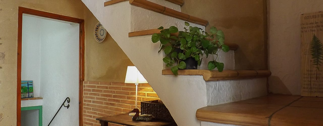 custom casa home staging Pasillos, vestíbulos y escaleras de estilo mediterráneo