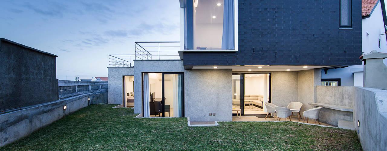 庭院 by X|A - Arquitetura e Turismo, Lda