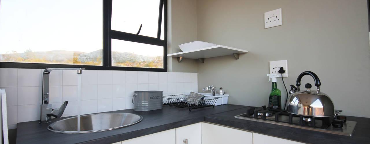 Кухня в стиле модерн от Berman-Kalil Housing Concepts Модерн
