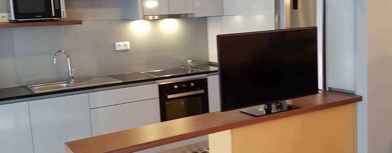 Projekty,  Kuchnia zaprojektowane przez Alma Braguesa Furniture