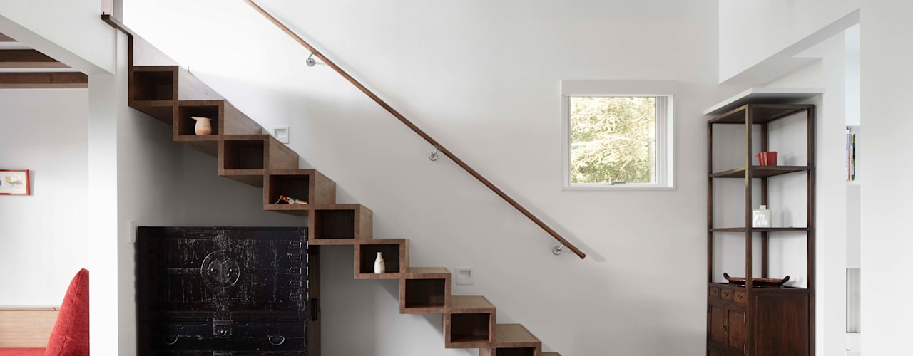 Villa in Lake Kawaguchi Modern corridor, hallway & stairs by 久保田章敬建築研究所 Modern