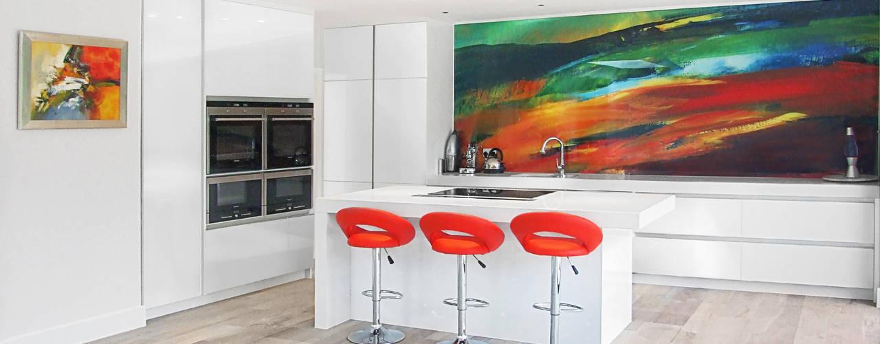 Project Ailsa Road JURIC DESIGN Modern kitchen Quartz White