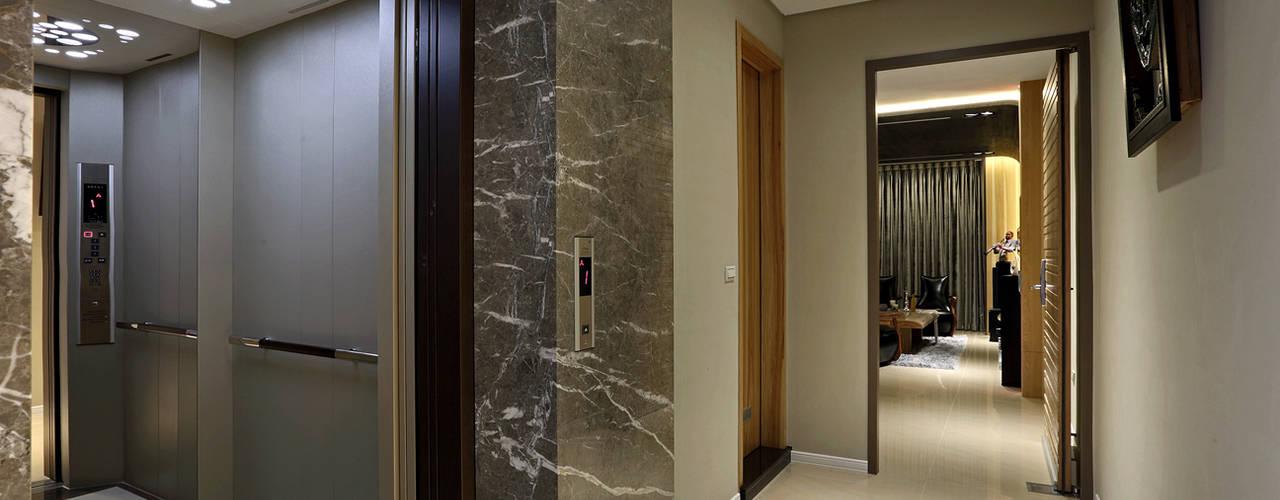 Taiwan Taichung - J House 現代風玄關、走廊與階梯 根據 信美室內裝修 現代風