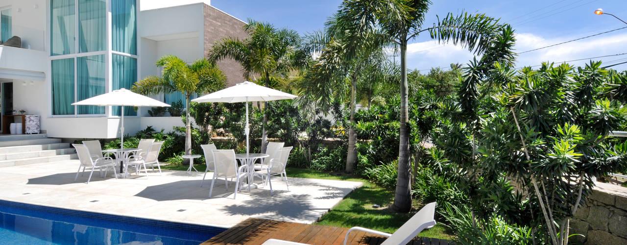 Tropical style garden by Rafaela Novaes Paisagismo Tropical