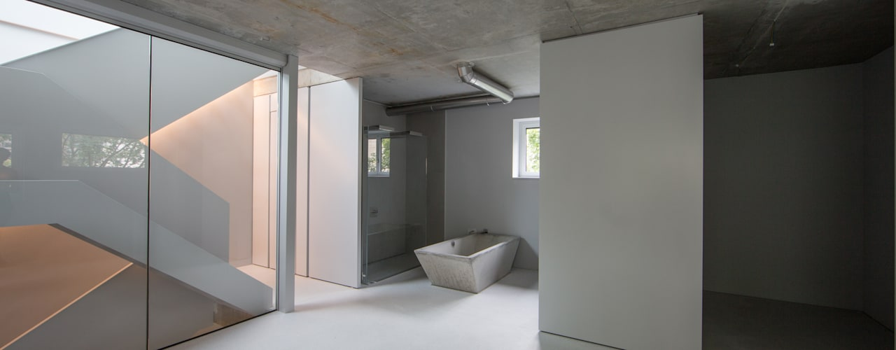 marmor kuche mit beton wand minimalistisch design, architekten aus berlin designen minimalistische wohnung mit viel beton, Design ideen