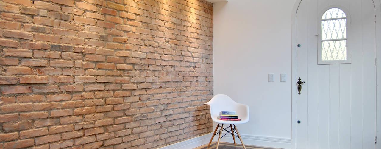 Salas / recibidores de estilo  por K+S arquitetos associados