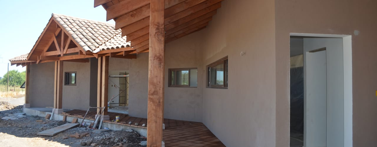 Colonial style house by HERNÁN MARTÍNEZ ARQUITECTOS Colonial