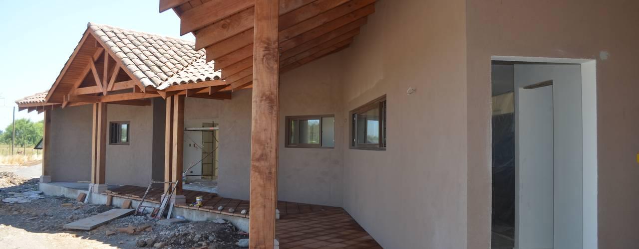 Casas de estilo colonial de HERNÁN MARTÍNEZ ARQUITECTOS Colonial