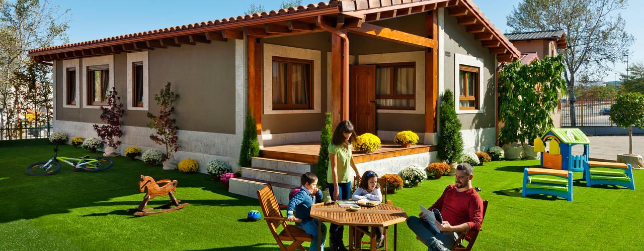 Projekty, klasyczne Domy zaprojektowane przez GRUPO EUROCASA MODULAR