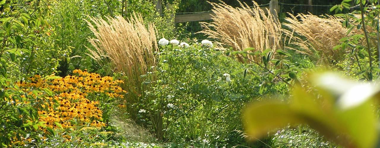 Hausgarten in Arnsberg / Herdringen Garten im Landhausstil von wilhelmi garten- und landschaftsarchitektur Landhaus