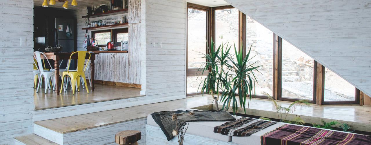 Casa en Los Molles Thomas Löwenstein arquitecto Livings de estilo rústico Madera Blanco