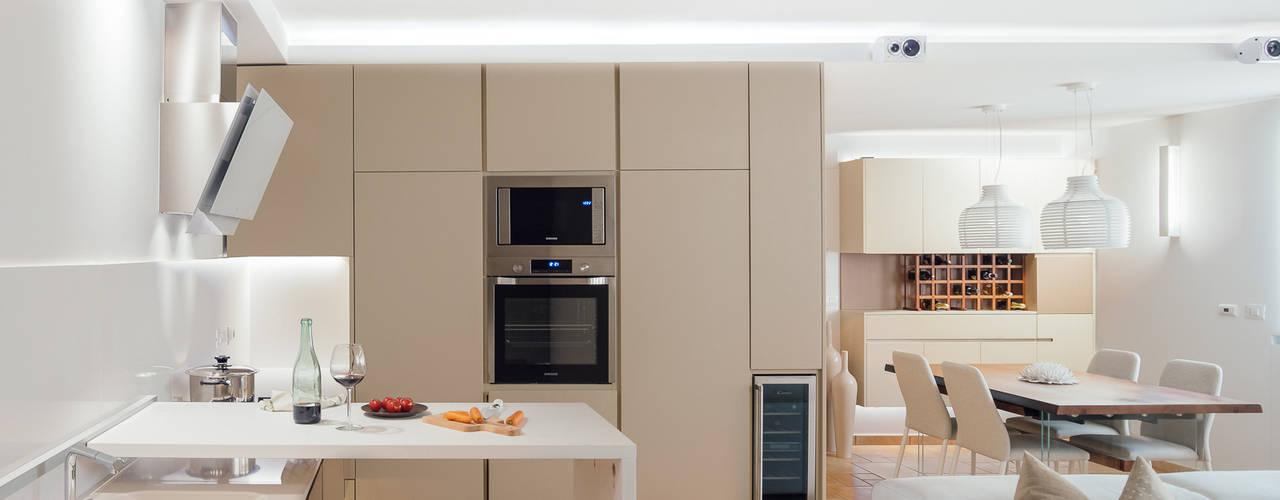 Cocinas de estilo moderno de manuarino architettura design comunicazione Moderno