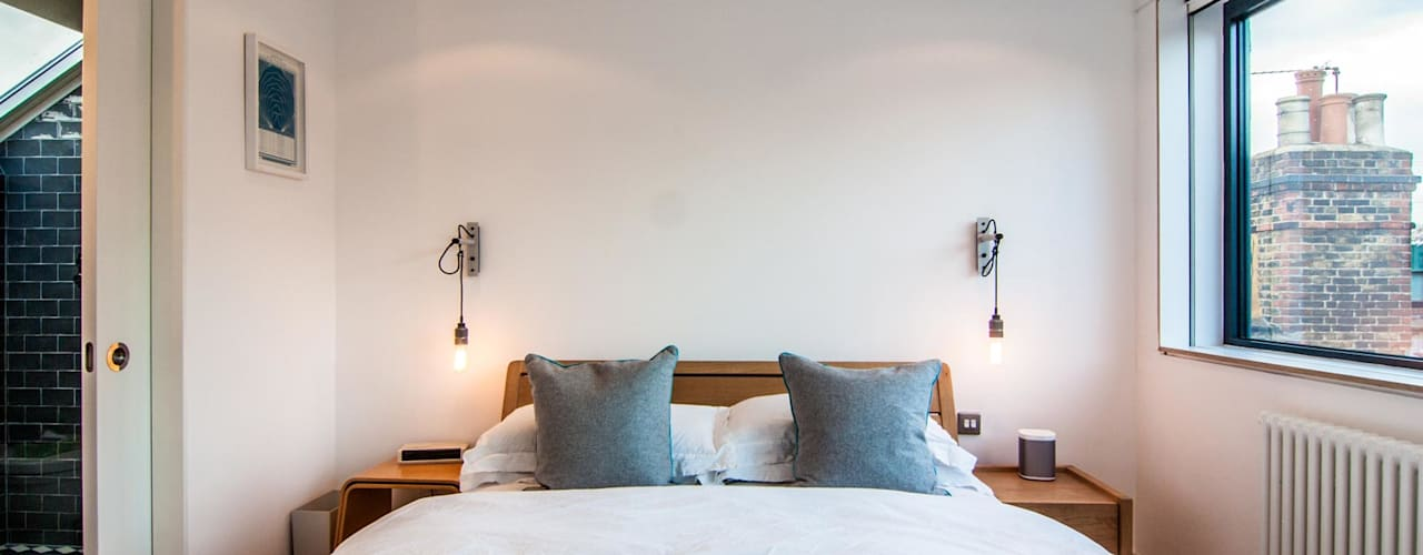 LONDON FIELDS LOFT:  Bedroom by Bradley Van Der Straeten Architects