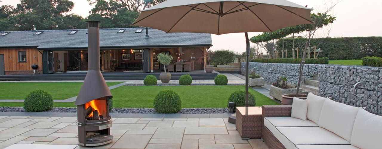 A garden for entertaining in:  Garden by Charlesworth Design, Minimalist
