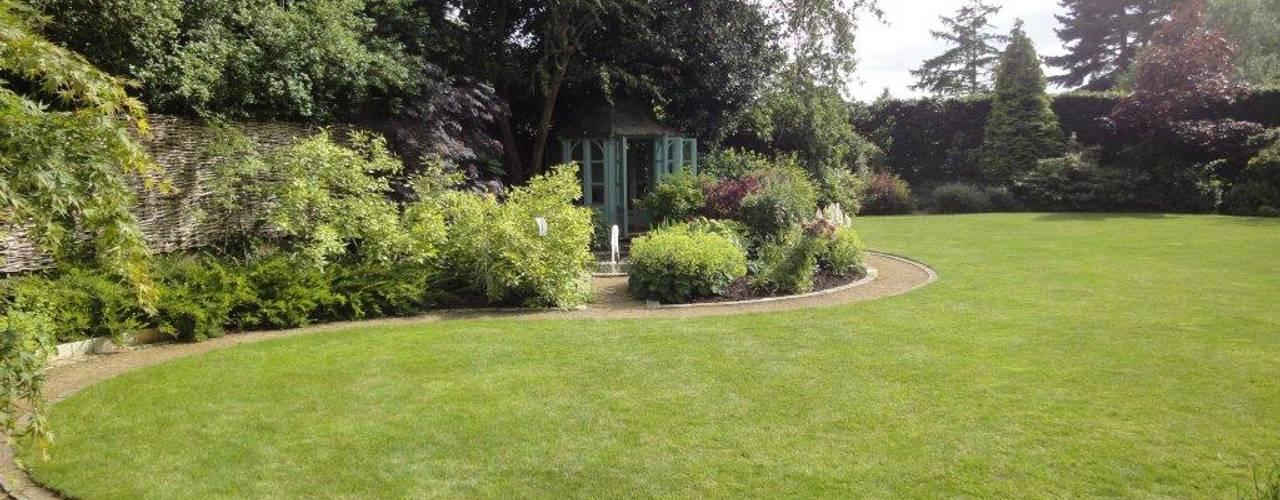 Stylish Country Cottage Garden Bowdon:  Garden by Charlesworth Design,