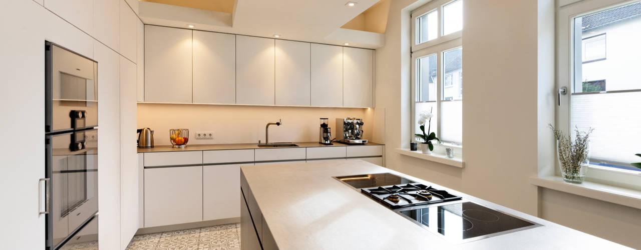 Offene Küche:  Küche von Klocke Möbelwerkstätte GmbH,Minimalistisch