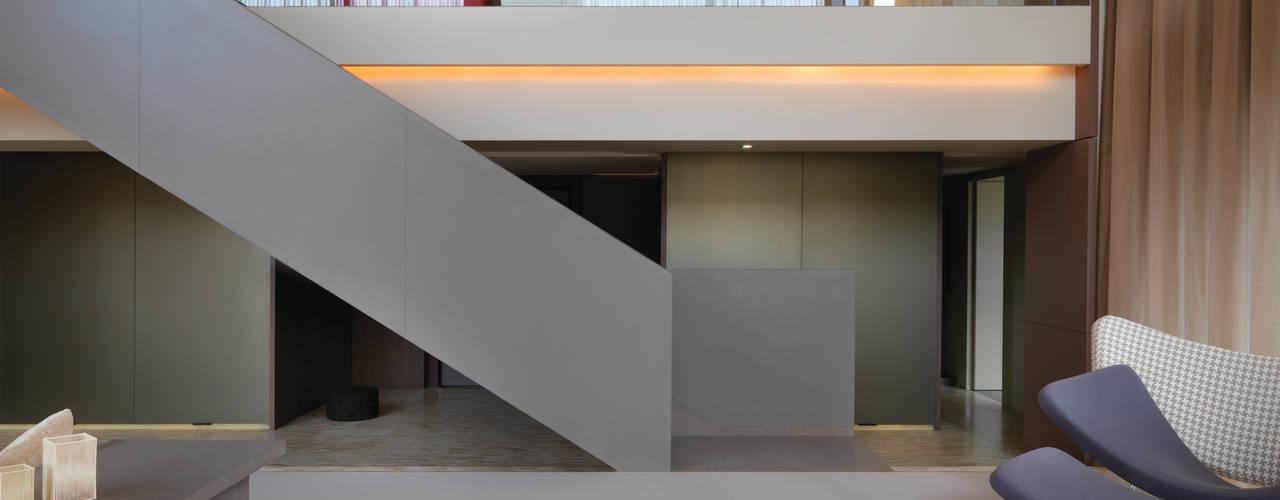 陳宅 Chen Residence:  客廳 by  何侯設計   Ho + Hou Studio Architects