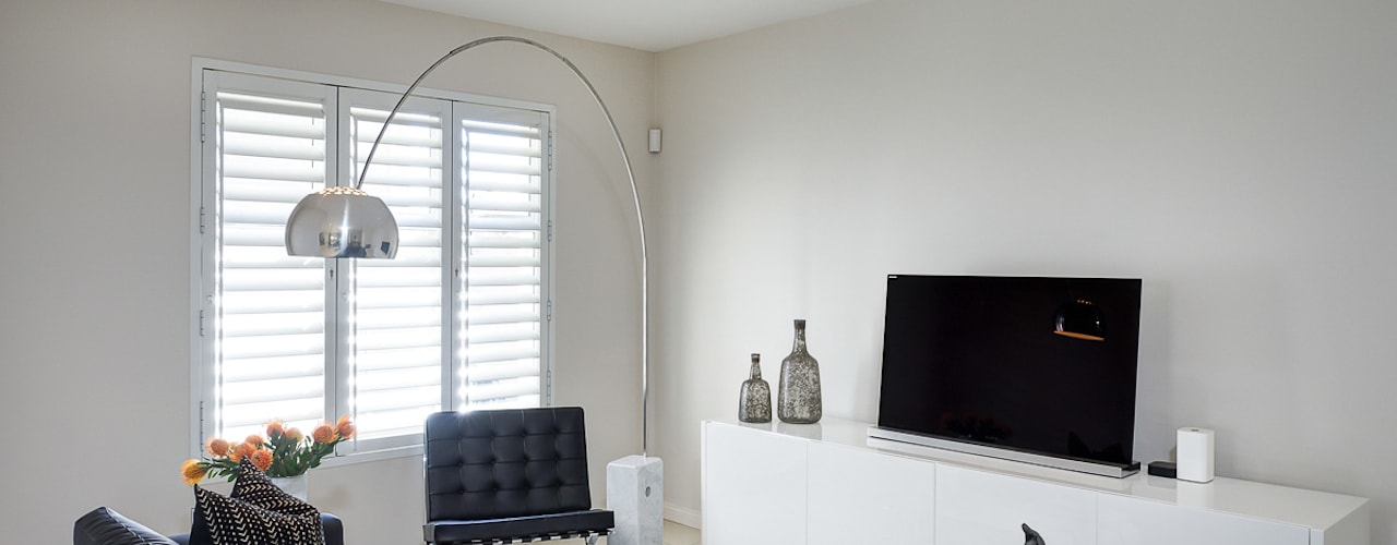 House Morningside:  Living room by Principia Design, Minimalist