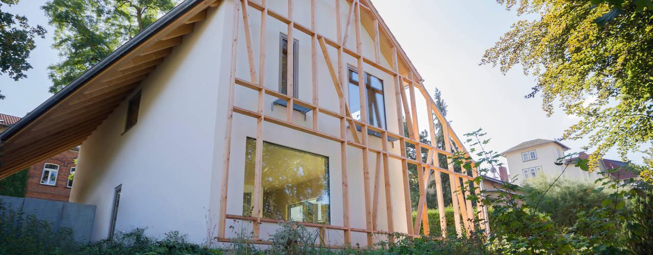 moderne Huizen door Planungsgruppe Korb GmbH Architekten & Ingenieure