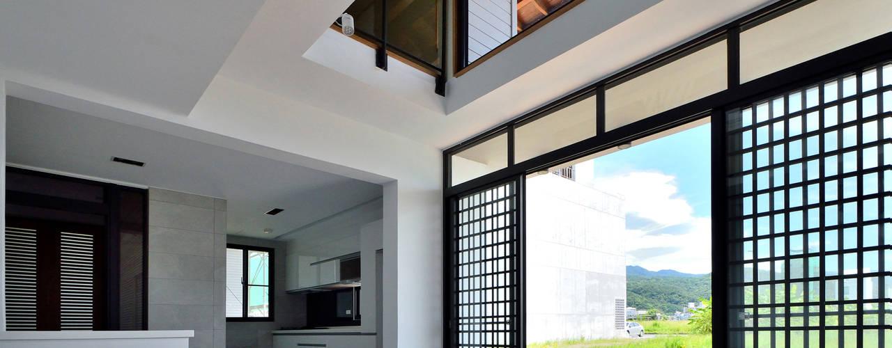 宜蘭厝烏石港計畫 木造多孔隙家屋 現代廚房設計點子、靈感&圖片 根據 原典建築師事務所 現代風