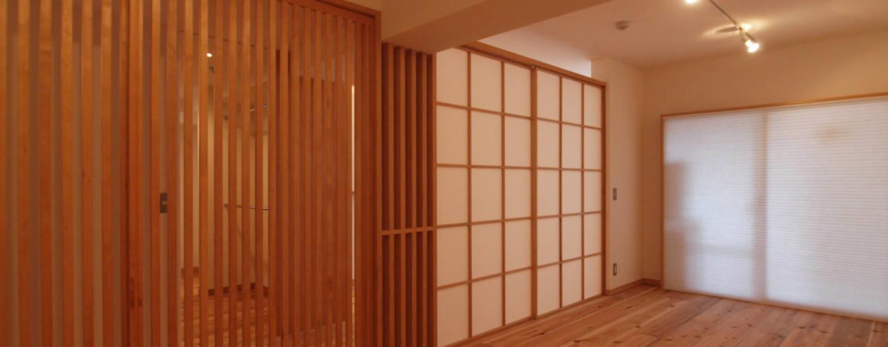 """""""視線を遮る障子""""と""""空間を繋げる格子戸"""": i think一級建築設計事務所が手掛けたです。"""