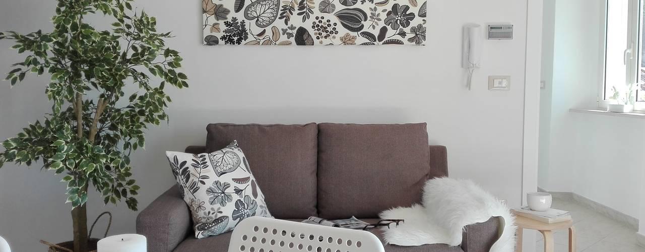 غرفة المعيشة تنفيذ Sonia Santirocco architetto e home stager