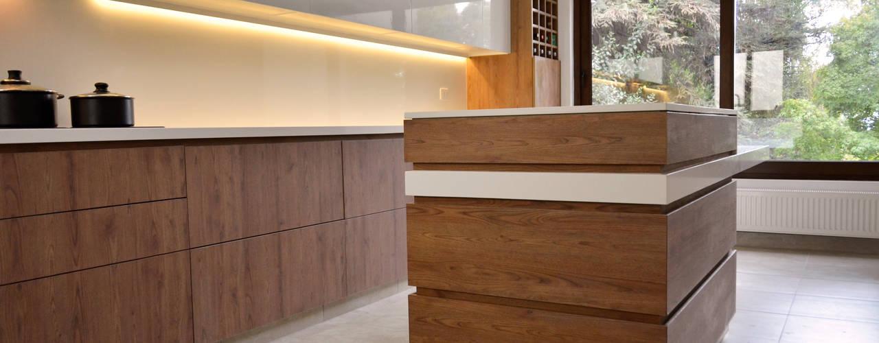 COCINA POZO -  LO BARNECHEA:  de estilo  por Mobiliarios y Proyectos Tresmo Ltda