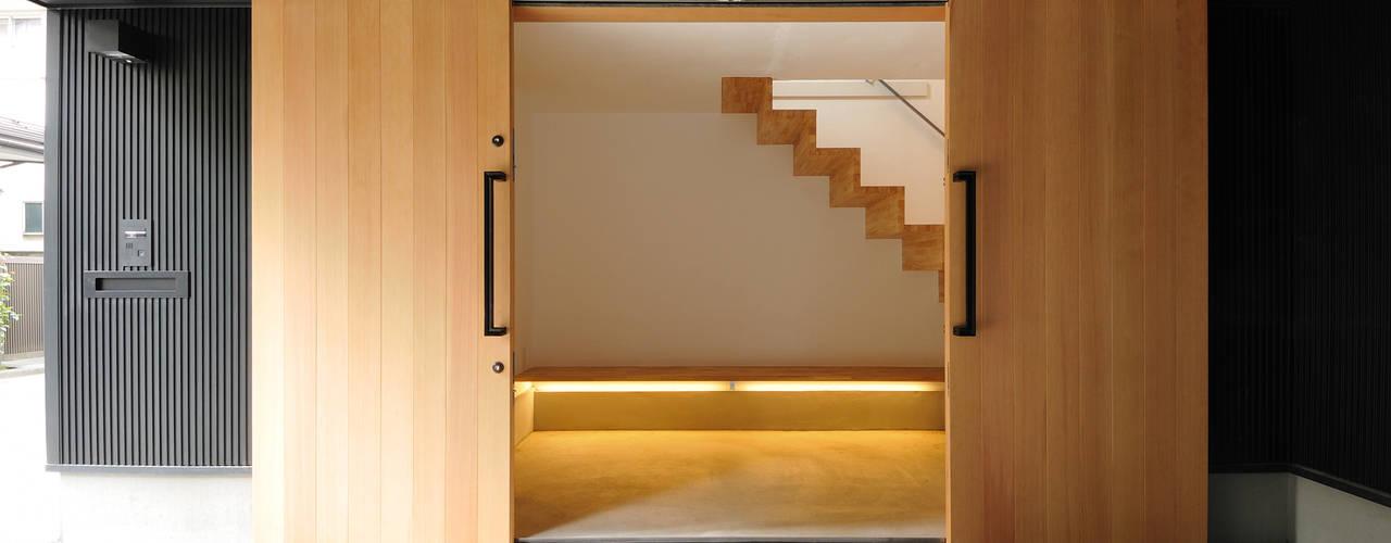 Projekty,  Korytarz, przedpokój zaprojektowane przez 藤井伸介建築設計室