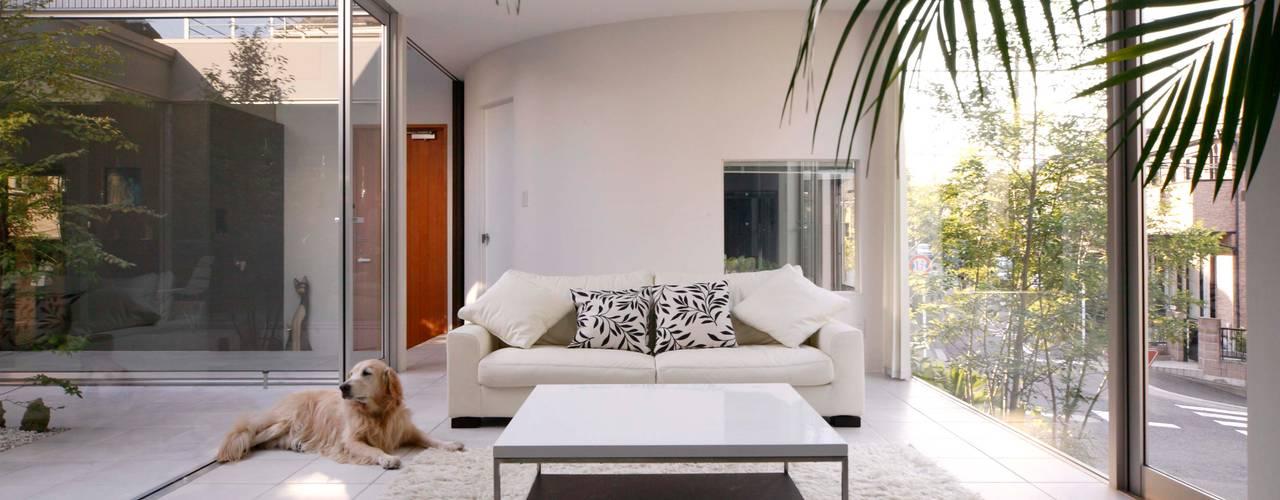 Modern living room by 藤井伸介建築設計室 Modern