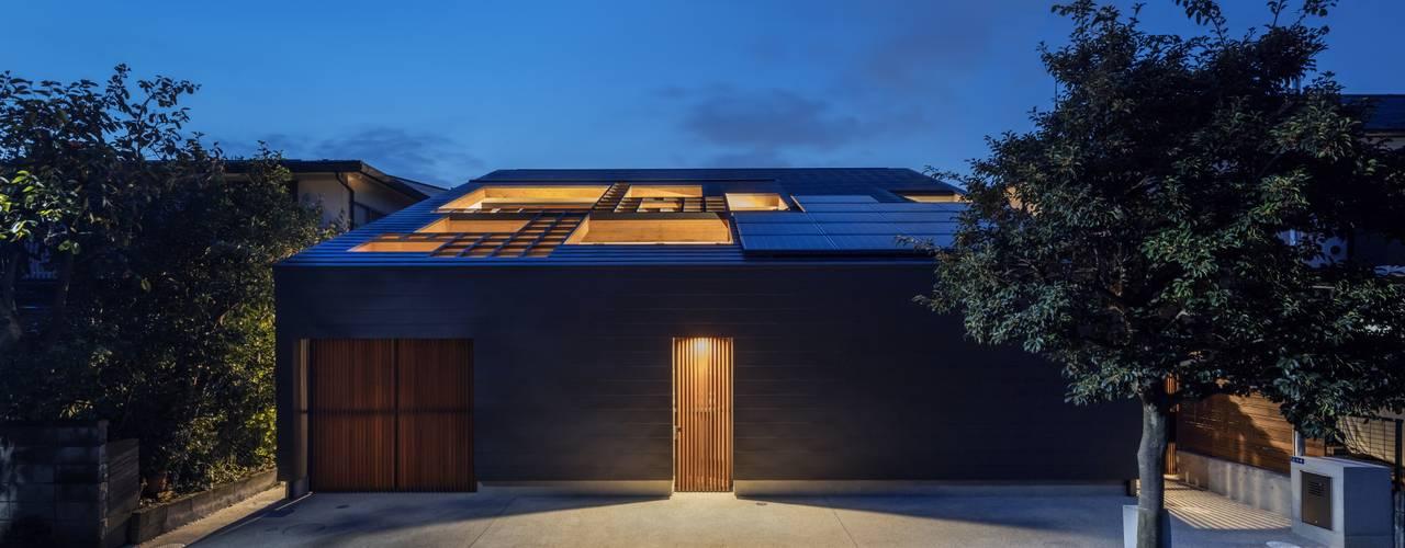 格子の架かる中庭のある家 藤井伸介建築設計室 モダンな 家