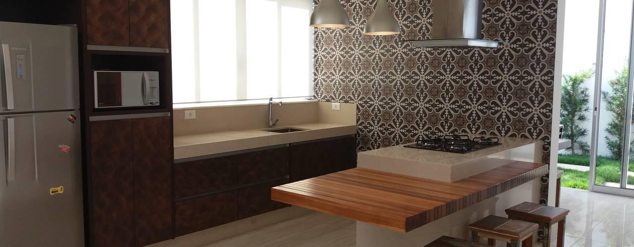 Cozinhas modernas por Monica Guerra Arquitetura e Interiores Moderno