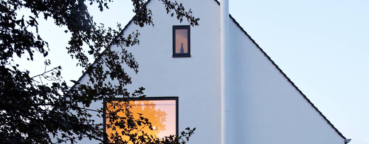 Projekty, minimalistyczne Domy zaprojektowane przez Falke Architekten