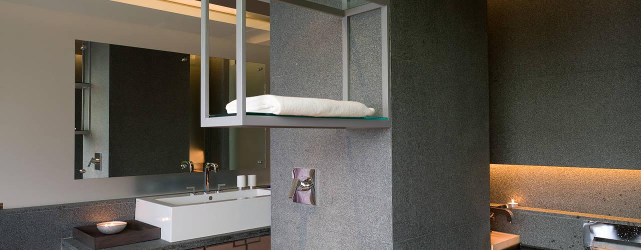 住宅(低調 奢華) 現代浴室設計點子、靈感&圖片 根據 鼎爵室內裝修設計工程有限公司 現代風