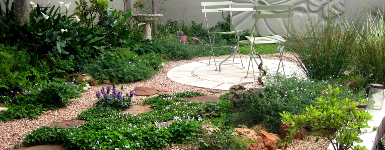 Working with Small Gardens:  Garden by Young Landscape Design Studio,