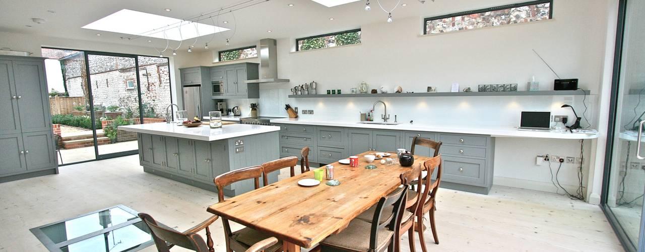 Projekty,  Kuchnia zaprojektowane przez Laura Gompertz Interiors Ltd