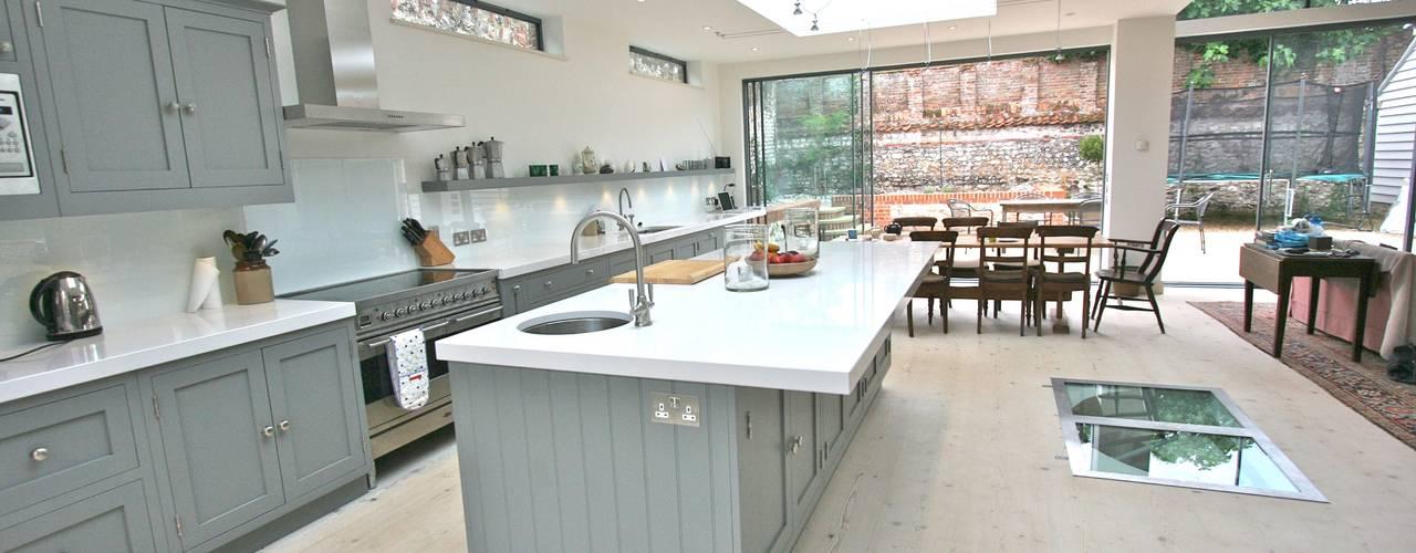 Brancaster, North Norfolk Kitchen Klassieke keukens van Laura Gompertz Interiors Ltd Klassiek