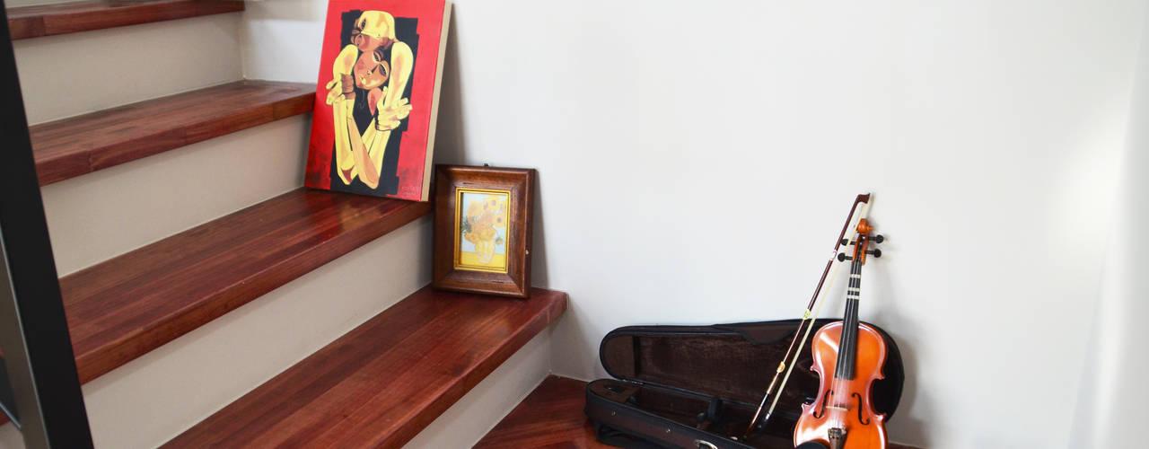 現代風玄關、走廊與階梯 根據 (주)에너집 現代風