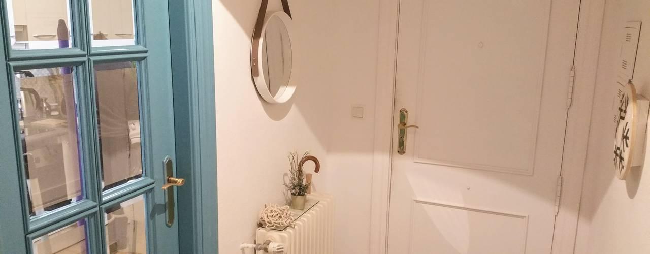 Couloir, entrée, escaliers scandinaves par Marketing Inmobiliario - Home Staging Scandinave
